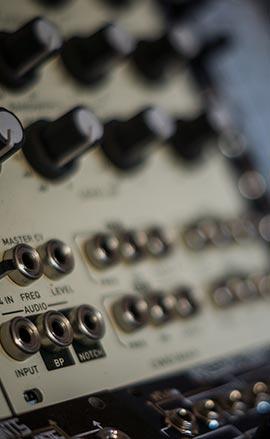Vendita synth modulari e a tastiera Moog e Access Virus